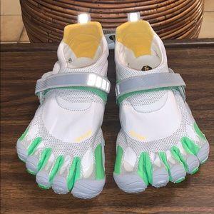 📌 NWT Vibram Five Finger Running Shoes